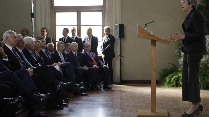 På mange måder var fredagens tale i Firenze den tale, Theresa May burde have holdt i januar. Dengang fremlagde hun i sin første store Brexit-tale landets plan i en tone og med et indhold, der skabte vrede i det øvrige EU. Fredag var tonen helt anderledes venlig og konstruktiv. Hun talte om et partnerskab, der bygger på 'fælles interesser og værdier', og hun sagde, at Storbritannien er 'betingelsesløst forpligtet' i forhold til europæisk sikkerhed.