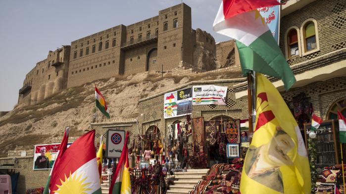 Ifølge Irak-eksperten Nibras Kazimi vil folkeafstemningen i Kurdistan skade premierminister Haider al-Abadi, der de seneste tre år har søgt at samle nationen, mens folkeafstemningen vil give medvind til dem, som Kazimi kalder for 'shiachauvinisterne': malikisterne, sekteriske shiaekstremister, militser med forbindelser til Irans konservative generaler og alle dem, som abonnerer på shiaherredømme i Mellemøsten.