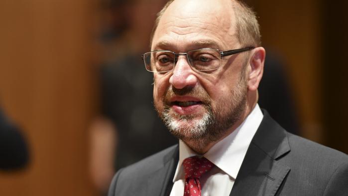 Lederen af det socialdemokratiske SPD, Martin Schulz, meddelte, få minutter efter at den første exitpoll blev offentliggjort, at partiet ville træde ud af regeringskoalitionen og i stedet blive oppositionsparti.