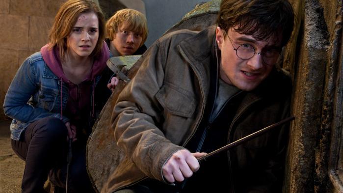 'Slap af, Harry Potter er jo bare en børnebog,' siger mine venner. Men jeg kan ikke fortrænge, at bøgernes helte – de, som kæmper mod en næseløs Hitler – holder slaver og gør nar ad de få, der prøver at forbedre slavernes kår. Litteratur både afspejler og skaber virkelighedens moral