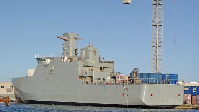 Det danske krigsskib Lauge Koch på værftet i Polen