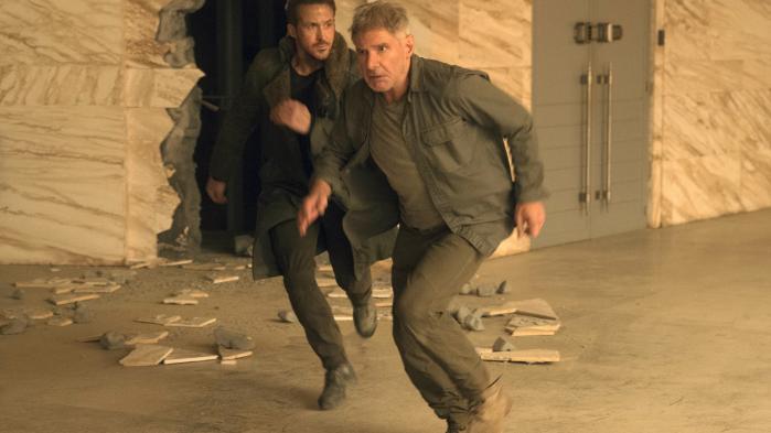 I 'Blade Runner 2049' spiller Ryan Gosling (t.v.) og Harrison Ford (t.h.) makkerparret Officer 'K' og Rick Deckard.