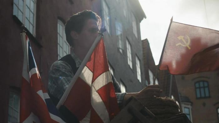 Højrefløjens kritik af DR – aktuelt af tv-serien 'Historien om Danmark' – er ikke ny. Det nye er, at Dansk Folkeparti truer med at bruge sin politiske magt til at gennemtvinge sin egen historieopfattelse, ideologi og menneskesyn over for Danmarks Radio