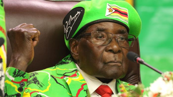 Andendagen af Zimbabwes (ikke-)kup var skæbnesvanger stille. Ingen nye meddelelser fra militæret og ingen fornemmelse af, hvilken retning den politiske krise tager.Det eneste, som er bekræftet, er præsident Robert Mugabes husarrest og finansminister Chombos arrestation, efter soldater natten til onsdag stormede hans hus.