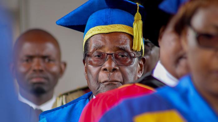 Mugabes sidste embedshandling var at dimittere kandidater fra hovedstadens universitet. Symbolikken kan ikke overdrives: Hans mest positive indsats var at gøre landets borgere til Afrikas bedst uddannede befolkning.