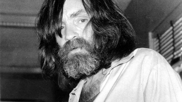 Der begås grusomheder dagligt, som overstiger såvel forstand som disse skrækindjagende hændelser en augustweekend i Los Angeles i 1969, så hvorfor fylder de og deres bagmand, Charles Manson, så relativt meget i vores kollektive hukommelse?