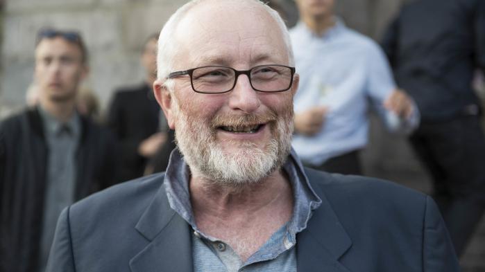 Peter Aalbæk ikke vil vise sig på arbejde indtil der foreligger en rapport fra Arbejdstilsynet, der netop nu undersøger arbejdsforholdene i filmselskabet.
