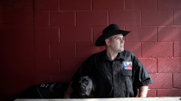 Brandon Burkhart er stifter af den militante højregruppe This Is Texas Freedom Force, hvis opgave er at forsvare Texas' historie og kulurarv.