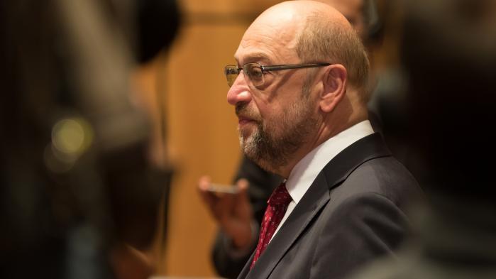 Siden SPD-leder Martin Schulz for første gang bemeldte sit offensive og rungende nej til at fortsætte den store regeringskoalition med Merkel og CDU/CSU, er stadig flere socialdemokrater begyndt højlydt at kritisere afvisningen af regeringsdeltagelse.