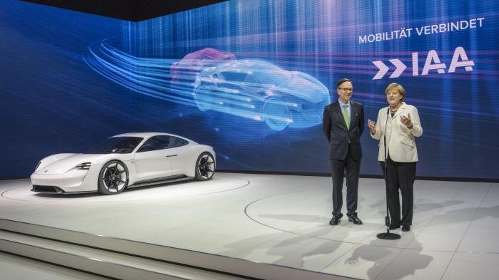 Matthias Wissmann og kansler Merkel til bilmesse i Frankfurt.