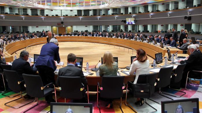 Triloger er navnet på de udvalg, hvor repræsentanter for EU's tre centrale institutioner, Europa-parlamentet, Kommissionen og Ministerrådet, mødes og når til enighed bag lukkede døre. Det er effektivt – men ikke specielt demokratisk.
