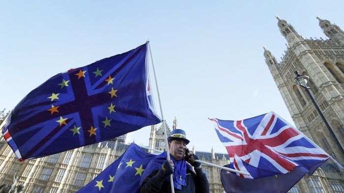 Efter nye forsikringer fra Storbritannien gav EU-parlamentet i går endeligt grønt lys for, at forhandlingerne om det fremtidige forhold mellem Storbritannien og EU nu kan starte.