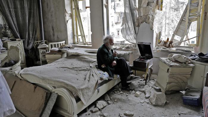 Efter opørerne og det syriske regimes kamp om Aleppo, der har betydet utallige bombeangreb mod byen, er flere af dens borgere så småt ved at vende tilbage.