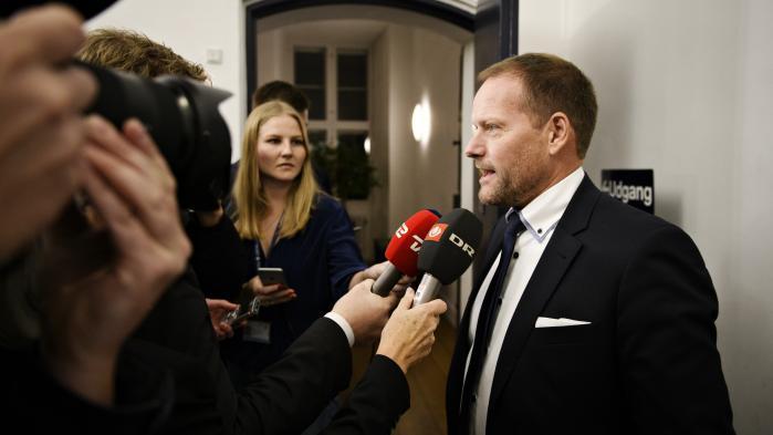 Dansk Folkepartis finansordfører, René Christensen, afviser, at der er tale om ren symbolik, når udlændinge fylder så meget i finansloven. Udlændingepolitikken fylder ganske enkelt mere, fordi der er tale om flere enkeltstående tiltag end på de andre områder i aftalen, forklarer han.