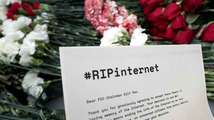 Obama-regeringens regler om netneutralitet tvang internetudbyderne til at behandle alle data lige. En udbyder må altså ikke blokere eller begrænse særlige data eller sider for deres kunder ud fra f.eks. kommercielle hensyn. Det ophæves nu