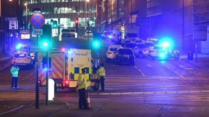 Skal der komme noget konstruktivt ud af det, der med 99,99 procents sikkerhed var et salafistisk terrorangreb i Manchester mandag aften, bør det være, at det også bliver afslutningen på begyndelsen, skriver MF Henrik Dahl i denne kommentar