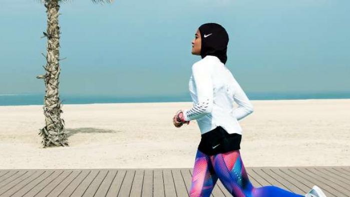 Amerikanske Nike, der producerer sportstøj og sportsudstyr for milliarder, har fået øjnene op for de kvindelige muslimske kunder og vil nu producere sports-hijab