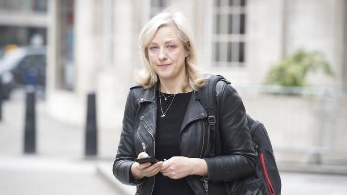 Det var journalisten Carole Cadwalladr, som afslørede Cambridge Analyticas Facebook-manipulationer. Hendes nye bog 'De skjulte algoritmer' udkommer nu på dansk. Her et uddrag af bogen