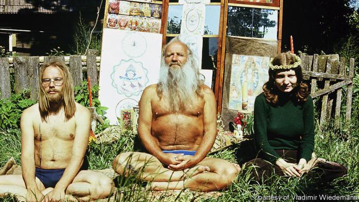 Hippie-bevægelsen ses ofte som et vestligt kulturfænomen, men ungdomskulturen eksisterede også i det gamle Sovjetuionen. En ny dokumentarfilm skildrer 'Hippy'-bevægelsens kultur, der havde mange lighedspunkter, men også forskelle til Vestens ungdomskultur