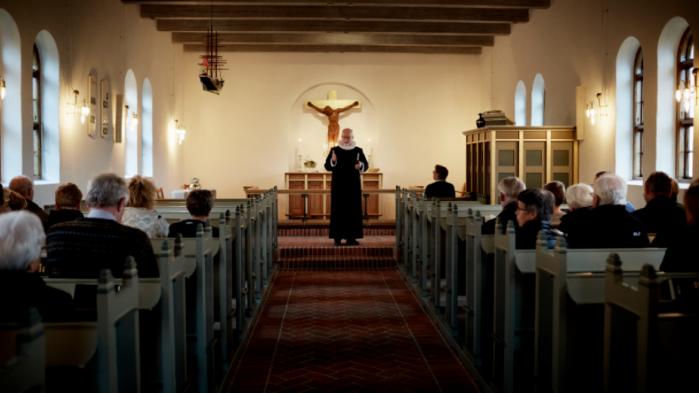 Man skal deltage i kristne højtider for at være dansk, lød det i sidste uge fra Dansk Folkepartis Martin Henriksen, der gerne så indvandrere tage i kirke ved jul og påske. Partiets egne vælgere er dog langtfra selv flittige kirkegængere, viser en Gallup-undersøgelse