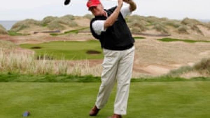 Den nyeste bog om Donald Trump handler om et af præsidentens foretrukne tidsfordriv, golf, og ikke mindst om måden han systematisk snyder og bedrager på banen. The Guardian bringer her et uddrag af bogen