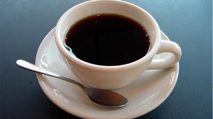 »Kaffe er ikke essentielt,« siger den schweiziske regering. De er jo tydeligvis helt galt på den...