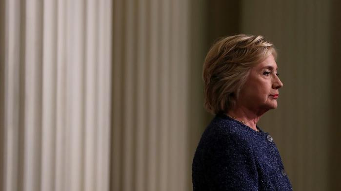 WikiLeaks har fra starten haft en særdeles USA-kritisk grundholdning – en holdning, som bestemt ikke er blevet mindre udtalt med årene. Spørgsmålet er imidlertid hvorfor organisationen her i valgåret tilsyneladende kun retter kritikken mod Demokraternes kandidat