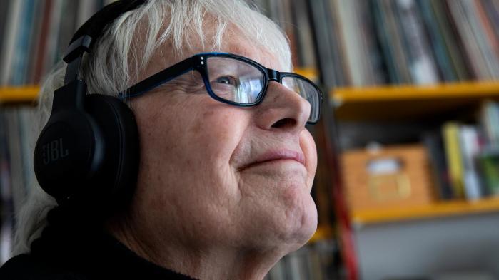 Jan Sneum var en ener i dansk rockjournalistik og hans død har berørt mange indenfor og udenfor musikbranchen. Politikens Dorte Hygum og Finn Frandsen besøgte den kræftsyge radiovært, fotograf og skribent i sit hjem i foråret