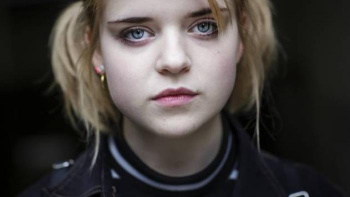 Jeg er træt af, at bladet Vi Unge sætter mig og alle andre danske piger i bås. Deres idé om, at drenge skal vurdere vores værd, giver dårlig selvtillid, skriver 15-årige Ida