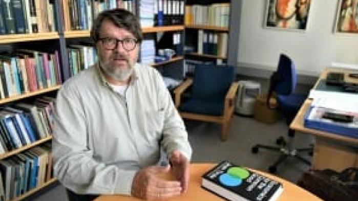 Som formand for Klimarådet nægtede Peter Birch Sørensen fra begyndelsen at underlægge sig regeringens politiske logik. Så han røg ud, og nu er han tilbage i sin professorstol på Økonomisk Institut. Men han er ikke bitter