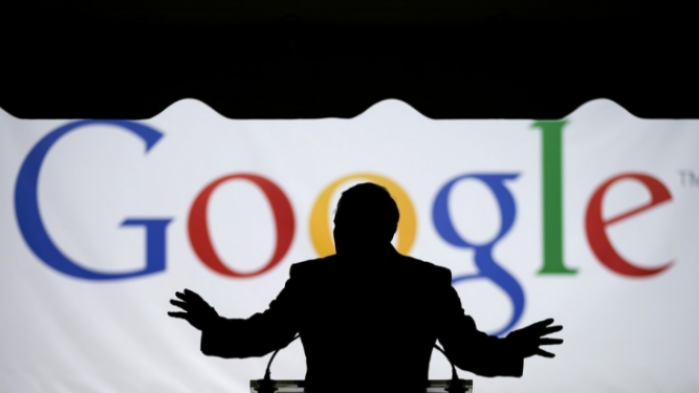 Overvågningskapitalismen tager store skridt ind i vores analoge verden efter at Google er begyndt at opkøbe data over kreditkorttransaktioner, så de kan koble digitale annoncer til brugernes analoge køb. Et skridt for langt, mener kritikere.