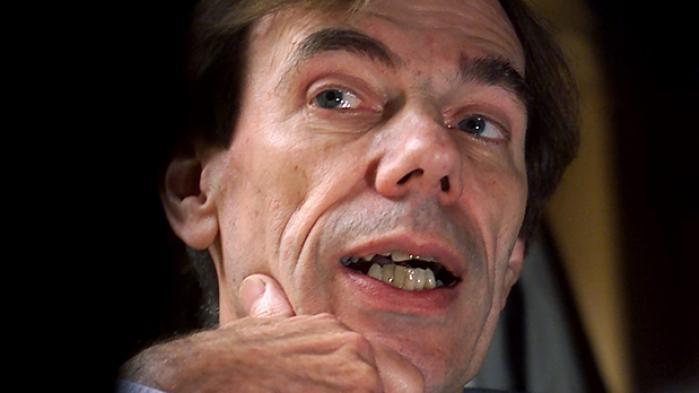 Den kontroversielle politiker Mogens Camre er død