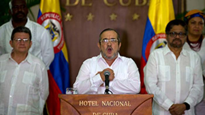 Farc-leder beordrer våbennedlæggelse efter 52 års kampe