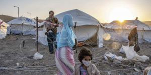 Efter at Moria-flygtningelejren på Lesbos udbrændte, er der i al hast blevet etableret en ny lejr til at huse flygtninge og migranter. De coronakarantæneramte er isoleret bag pigtråd.