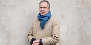 Den 57-årige Lars Bent Petersen er den anden udøvende kunstner i træk, der indtager rektorkontoret på Det Kongelige Danske Kunstakademi. Han kommer fra en stilling på Det Fynske Kunstakademi i Odense, men hvordan han klarede jobbet der,er der delte meninger om.