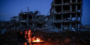 »For første gang, siden krigen begyndte for nu ti år siden, kan folk ikke se noget lys for enden. Tilstanden er efterhånden blevet virkelig slem, og man kan fornemme en rastløs stemning,« siger Sirwan Berko fra den uafhængige radiostation i de kurdiske områder, Arta FM.