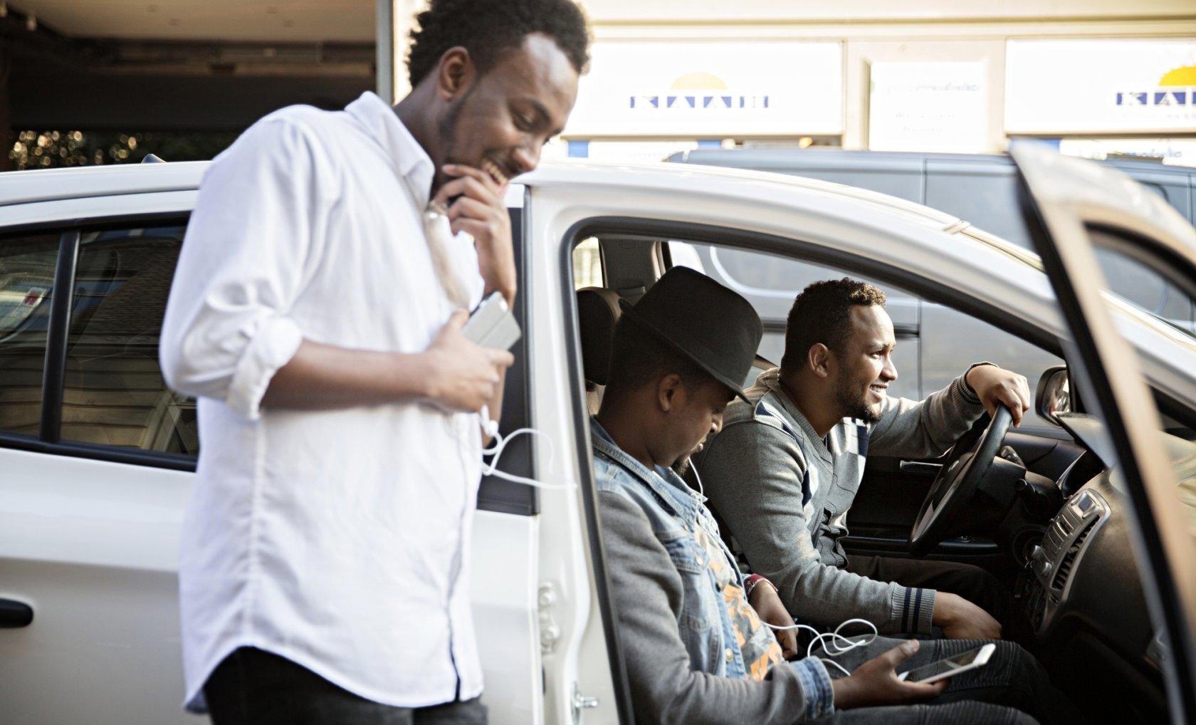9592c83e9c9 Fahan, Dek og Abdi bor ikke i Griffenfeldsgade, men de kommer tit forbi,  hilser på bekendte og får ordentlig somalisk mad. »Jeg kan sgu ikke selv  finde ud ...